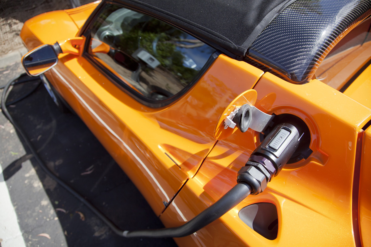 Pros and Cons of Buying an Electric Car in 2019